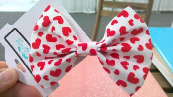 White with Red Hearts Bow Tie (XX-WHITEREDHEARTSBOW)